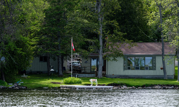 Deer Bay Hideaway overlooking the lake
